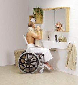 Silla de ducha autopropulsable