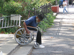 Las barreras arquitectónicas: el mayor obstáculo para lograr la ciudad accesible para las personas con discapacidad física