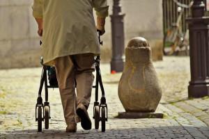 Movilidad en las personas mayores. Muletas y andadores