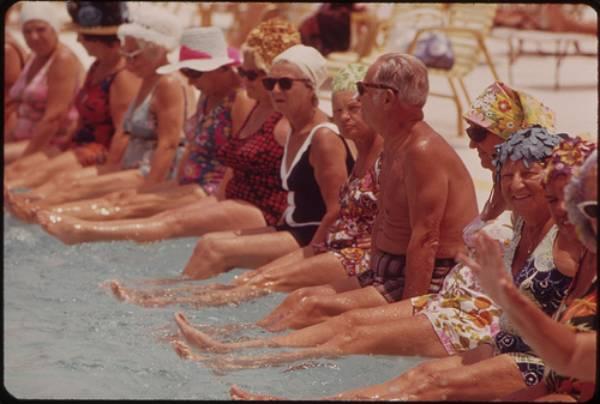 El ejercicio moderado realizado en el agua aporta increíbles beneficios para el organismo de las personas mayores