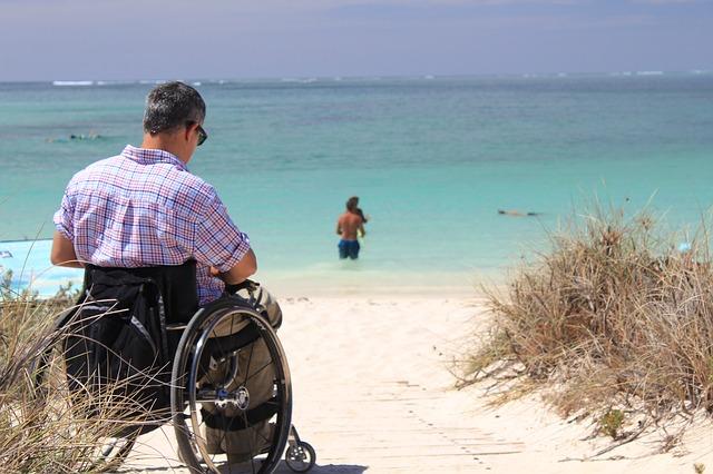Las personas con movilidad reducida piensan también en el entorno cuando eligen el destino vacacional