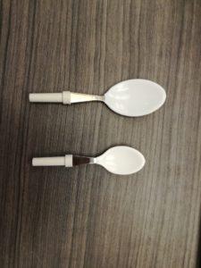 Cubiertos adaptados: cucharas con recubrimiento de FIMO