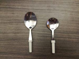 Cubiertos adaptados: cucharas redondas