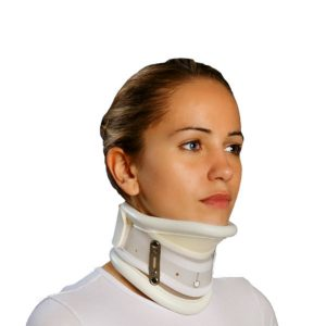 collarin-cervical-rigido-regulable-en-altura-y-con-apoyo-en-menton