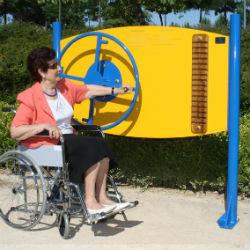 Parque de rehabilitación adaptado para sillas de ruedas