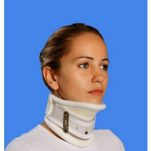 Collarín cervical rígido, regulable en altura y con apoyo en mentón