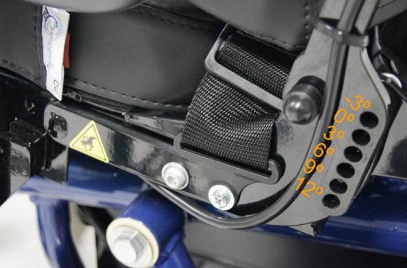 Respaldo reclinable manual (de -3º a 30º) mediante herramientas. Preestablecido de fábrica a 6º