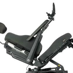 caracteristicas-silla-de-ruedas-electrica-traccion-trasera-quickie-q500-r-sedeo-pro-reposabrazos-abatibles-hacia-atras