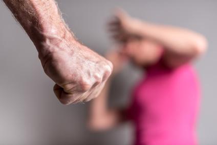 Debemos detectar y prevenir los malos tratos en el Alzheimer